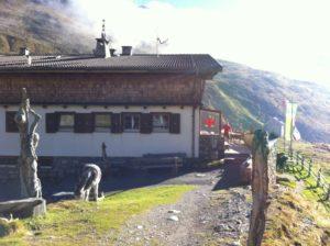 Esel mit Sesvenna Hütte