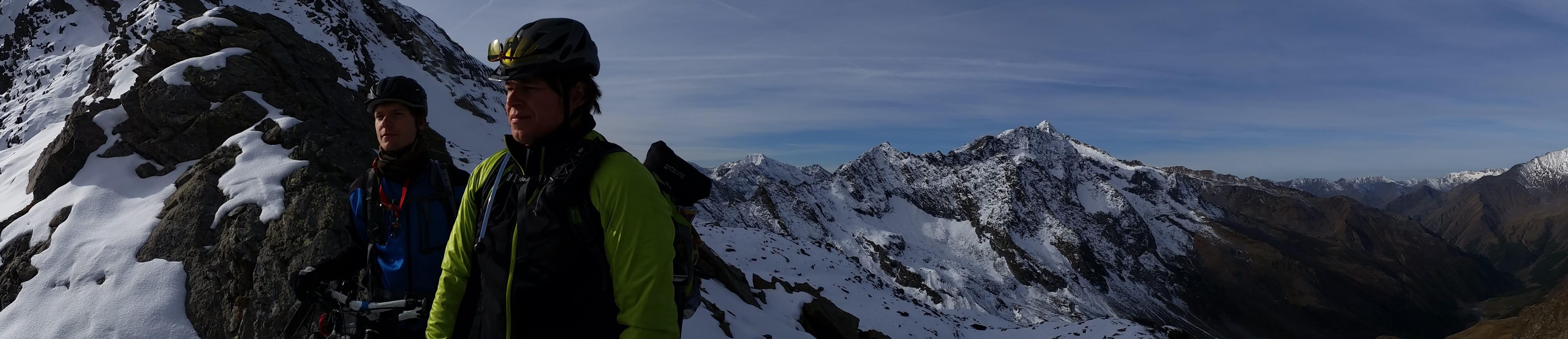 Blick vom Eisjöchl nach 2000 Höhenmetern auf einer Alpencrossetappe