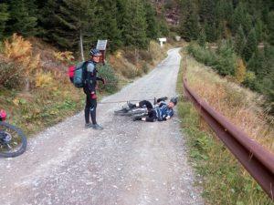 Harmloser Sturz beim Alpencross